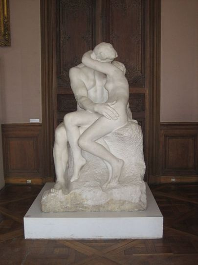 450px-'The_Kiss',_Auguste_Rodin_frontal