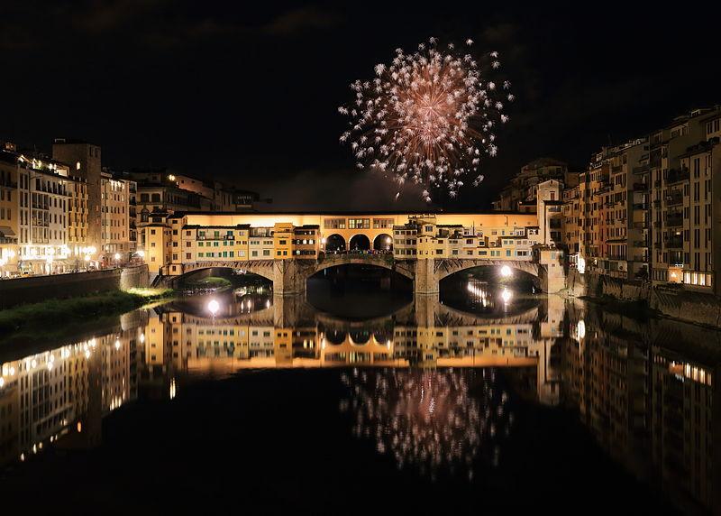 800px-Fireworks_over_Ponte_Vecchio_3
