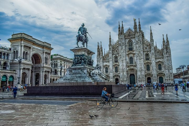 Italy Trip Planner - One day Itinerary for Milan - duomo