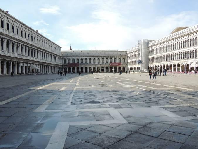 https://www.skylinewebcams.com/en/webcam/italia/veneto/venezia/piazza-san-marco.html